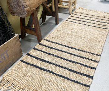 שטיח המפ גדול עם פסים שחורים