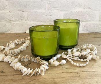 נר ריחני בכוס זכוכית ירוקה
